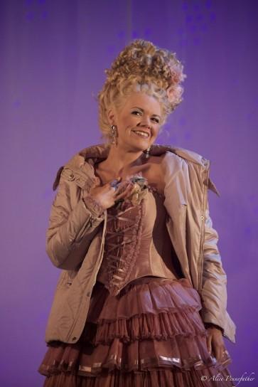 Cosi fan tutte - Garsington Opera - Photograph by Alice Pennefather